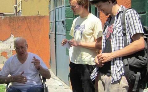 """Il nostro amico Antonio """"Zeta"""" con Stephan e Jakub, due nostri ex volontari europei (16 giugno 2011)"""